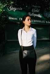 Sophie (louis de champs) Tags: olympusxa2 kodakportra160 film portrait lesbatignolles park sunset sunray paris