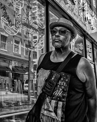 Chestnut Street, 2017 (Alan Barr) Tags: chestnutstreet philadelphia 2017 street sp streetphotography streetphoto blackandwhite bw blackwhite mono monochrome city candid people panasonic gx7 lumix