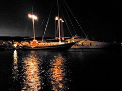 Love boat (ioriogiovanni10) Tags: manfredonia gargano marinadimanfredonia barcaavela riflessi buio luci notte boot barca boat porto puglia