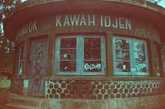 Vandalisme (Fika Nindya) Tags: pondokkawahidjen kawahijen banyuwangi vintage analog analogphotography kodak kodakgold200 ricohkr5 35mm filmisnotdead ishootfilm architectural vandalisme expiredfilm