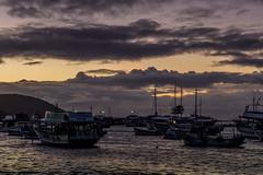 Sunrise na Praia dos Anjos, Arraial do Cabo, Rio de Janeiro (mariohowat) Tags: arraialdocabo sunrise alvorada amanhecer nascerdosol praiadosanjos barcos natureza brasil brazil riodejaneiro canon canon6d