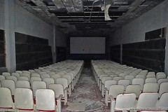 Abandoned Movie Theater more at www.placesthatwere.com #abandoned #theater #abandonedtheater #movietheater #abandonedmovietheater #abandonedbuildings #rustbelt #akron #ohio #urbex #urbanexploration #abandonedplaces #creepy #eerie #dark (placesthatwere) Tags: abandoned urbanexploration ghosttowns urbex rurex abandonedplaces forgottenplaces urbandecay decay beautifuldecay