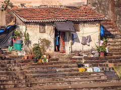 Mumbai 2015 (hunbille) Tags: india mumbai birgittemumbai1lr ghat steps walkeshwar temple complex walkeshwartemple malabarhill malabar hill bangangatank banganga tank lake bombay