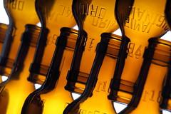 Estrella (*Chris van Dolleweerd*) Tags: beer bottles glass brown studio strobist chrisvandolleweerd recycling estrella closeup bier fles glas