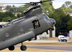 Chinook (Bernie Condon) Tags: riat airtattoo tattoo ffd fairford raffairford airfield aircraft plane flying aviation display airshow uk 2017 boeing ch47 chinook helicopter heavy airlift transport cargo assault raf military royalairforce jointhelicopterforce jhf support