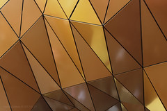 Polygonism (Luzifr) Tags: alexa gebäude building bauwerk bau architektur architecture haus house shoppingcenter einkaufszentrum mall shoppingmall fassade facade modern metal metall kupfer copper orange braun brown himmel sky skyline skys abstrakt abstract struktur structure polygon dreiecke triangles textur texture zentrum zentral center centre citylife citycenter citycentre city berlin alexanderplatz outdoor canoneos650d geometrie geometry lines muster pattern linien geometrisch geometrical