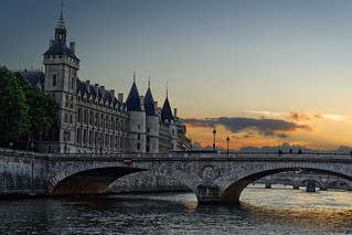 Conciergerie at dusk