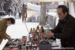 Making The Sale (DMeadows) Tags: dmeadows davidmeadows japan japanese holiday trip vacation tour visit takayama gifu prefecture town market stall sale items goods seller buyer man sales retail retailer money