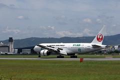 UP3A4801 (ken1_japan) Tags: 大阪国際空港 伊丹空港 itm 伊丹スカイパーク スカイランドハラダ japan osaka airplane ana jal canon 7dmkⅱ ef70200mm f28lisiiusm