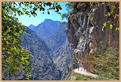 Senda del Cares - 3 (Luisa Gila Merino) Tags: desfiladero picosdeeuropa rutadelcares sendadelcares montañas rocas paisaje cueva barranco sendero estrecho senderismo cordilleracantábrica