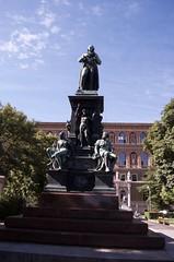 Schiller Memorial (Mount Fuji Man) Tags: vienna austria 2017 wien thecityofdreams bundesland unedited nophotoshop memorial