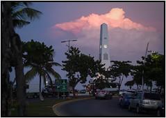 El obelisco testigo fiel de las #PuestasDeSol #Boulevard #Bahía #Chetumal #QuintanaRoo #EstoEsQuintanaRoo #MisFotografías #Paisajes #NikonD5200 (Dayan Pérez) Tags: puestasdesol boulevard bahía chetumal quintanaroo estoesquintanaroo misfotografías paisajes nikond5200