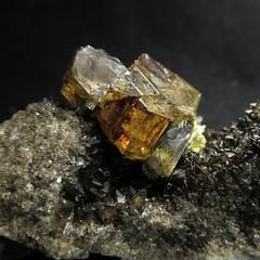 Кристал самородной Серы с Битумом на Кальците (Каталог Минералов) Tags: минералы камень кристал самородной серы с битумом на кальците mineral stone