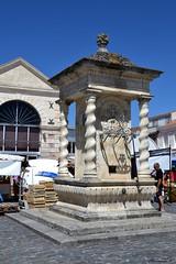 La fontaine publique s'inspirant librement des styles baroque et renaissance (florence.V) Tags: france poitoucharentes charentemaritime 17 iledoléron lechâteaudoléron fontaine