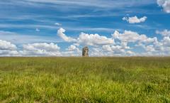 La pierre aux couteaux (christophe.beydon) Tags: pierre ciel campagne champ campaign nikon nature nuage blanc herbe horizon verdure vert extérieur france french 1855 d7100