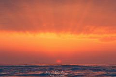 Atardecer (Mimadeo) Tags: sun beam ray sunrays sunbeam seascape golden sea red sunset water horizon background nature landscape light ocean sky sunlight weather dramatic cloud beautiful evening cloudscape heaven sunshine sunrise shine calm peaceful