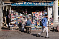 (Jpierrel) Tags: rouge newdelhi delhi india conaughtplace connaughtplace fuji fujifilm xt1 1655 fujifilmxt1 xf1655mmf28 bookshop librairie
