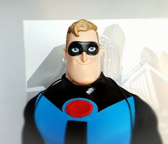 Mr. Incredible (ozthegreatandpowerful) Tags: d23 limitededition theincredibles theincredibles2 incredibles doll dolls bob helen parr elastigirl mrincredible exclusive