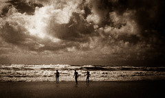 Children of the sea (Rosenthal Photography) Tags: asa400 dänemark sondervig brandung nordsee ff135 strand urlaub bnw bw schwarzweiss ilfordhp5 rotfilter olympus35rd analog 20170706 sea beach waves northernsea danmark landscape nature seascape sepia