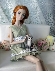 Jane and Cat (Lapochka_G) Tags: dollphotos dolloutfits dolldresses dressforpoppy dressfordoll dressforbarbie shabby shabbystyle nice cute cat poppyparker poppyswitzerland lace room diorama white