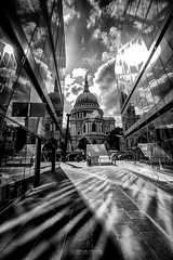 Game of Mirrors (Luis Sousa Lobo) Tags: img86502 england uk london londres stpaul cathedral catedral são paulo canon 70d 1018 reflections building