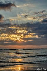 Alba a Cesenatico (Fc) (alfvet) Tags: mare vacanze spiaggia alba sunrise romagna acqua onde nikon d5200