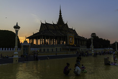 Royal Palace in Phnom Penh (Keith Kelly) Tags: asia cambodia kh kampuchea kingnorodomsihamoni phnompenh royalpalace seasia southeastasia aroundtown capital city dedicated evening memorial park sunset ព្រះរាជឱង្កោព្រះបាទនរ ព្រះរាជឱង្កោព្រះបាទនរោត្តមសីហនុ