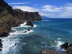 Ponta de São Lourenço (RIch-ART In PIXELS) Tags: pontadesãolourenço madeira portugal canon cliffs rockformation sea ocean atlantic shore coastline mountains water rock waves