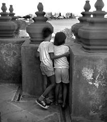 Bangkok, Thailand 1986 (Dave Glass, Photographer) Tags: southeastasia thailand bangkok bangkokthailand watarun chaophrayariver ilfordhp5 olympusxa