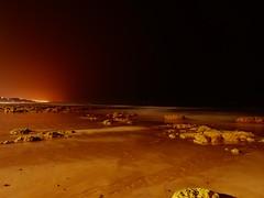 Solo en la noche (jantoniojess) Tags: praia playa algarve portugal beach sea mar rocasplaya rocas arena sand noche night largaexposición longexposure oscuridad olas waves olhosdeagua praiadaolhosdeagua