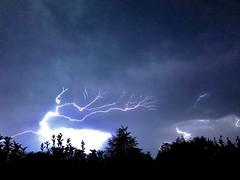 La pensée n'est qu'un éclair au milieu de la nuit. Mais c'est cet éclair qui est tout... (NUMERIK33) Tags: storm éclair orage
