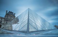 Longue pose sur Pyramide (lemwan) Tags: lemwan le louvre lelouvre pyramide paris longuepose filtrelee