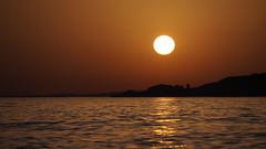 _____O__ (VinZo0) Tags: soleil sun sunset coucher mer sea marseille massilia landscape paysage simple doré golden nature