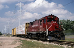 Hugo Job at Roseville - 1996 (Missabe Road) Tags: mnnr 318 minnesotacommercial rs27 gbw hugo roseville alco