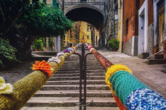 Colori di Perugia (Thomas Junior Fotografie) Tags: colors colori farbe bunt leuchten altstadt perugia stufen treppe stairs stairway old wonderful italia italy italien day sony scenery alpha77mii hdr vacation wool