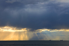 Morning Wollongong (Mikey Down Under) Tags: wollongong nsw south coast illawarra morning sun rays australia ships horizon clouds