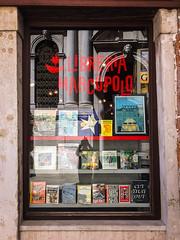 Libreria Marco Polo (neilbruder) Tags: italy venice europe2017 venezia veneto books bookstore libreriamarcopolo storefront