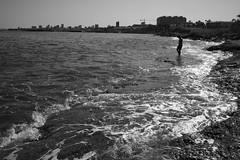 días de verano (pepe amestoy) Tags: blackandwhite landscape people elcampello spain fujifilm xe1 voigtländer color skopar 421 vm m mount