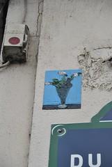 Anonyme (emilyD98) Tags: street art insolite rue mur wall urban exploration paris artiste anonyme collage flowers fleurs dessin peinture city ville