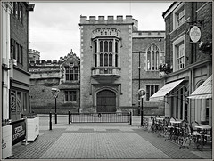 Rugby School, and High Street (Jason 87030) Tags: school boys education old olde bbw bw blanc noir black white blackwhite buildings architecture highst street seats tables meal pizzaexpress cafe vincinq july 2017 sony ilce frame border effect image weather warks warwickshire town uk england greatbritain unitedkingdom mono shops view scene