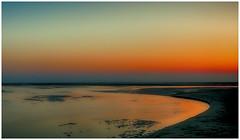 灣 - 心如明鏡  Bay - Heart is like a clear mirror (葉 正道 Ben(busy)) Tags: ocean taichung taiwan beach sunset daanˍdistrict beachfront 大安 海濱 夕陽 台中 西海岸 sand water landscape 風景 curve 曲線 水 日落 自然 nature 台灣 沙灘 灣 bay
