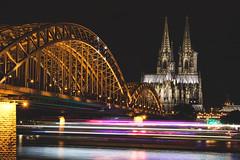 Köln bei Nacht (Pottkind_86) Tags: köln cologne dom church kirche brücke bridge hohenzollernbrücke langzeitbelichtung longexposure rhein rhine fluss river nacht nachtaufnahme nightshot