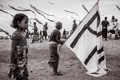 kite flying (Gerard Koopen) Tags: bali sanur kiteflying beach people child flag blackandwhiteonly bw blackandwhite monochrome straatfotografie streetphotography straat street candid fujifilm fuji xpro2 35mm 2017 gerardkoopen