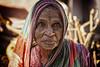 PATTADAKALL : PORTRAIT D'UNE VIEILLE FEMME (pierre.arnoldi) Tags: inde india pattadakall karnataka pierrearnoldi photographequébécois photoderue photooriginale photocouleur canon tamron portraitdefemme