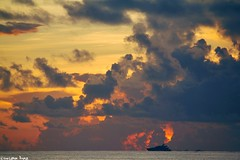Remember (gusdiaz) Tags: sunrise storm irma palmbeach fl palm beach amanecer nubes cielo boat bote sail sailing vacation summer verano vacaciones ocean oceano sea mar sand arena canon canonphotography