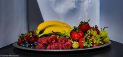 Obst ist Gesund! (Günter Hentschel) Tags: obst fruit gesund banane erdbeeren weintrauben heidelbeeren indoor verrücktebilder verrückt dieanderenbilder deutschland germany germania alemania allemagne europa nrw nikon nikond5500 d5500 hentschel flickr foto lebensmittel