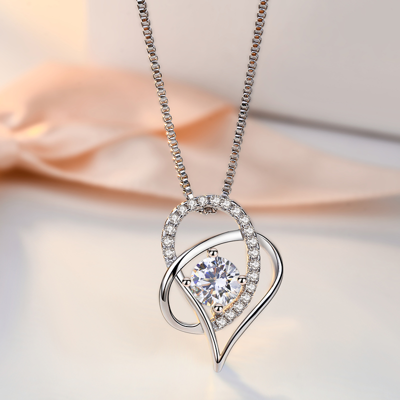S925 female love run cheol Silver Necklace diamond chain Korean beautiful moon clover clavicle heart-shaped Silver Pendant