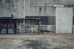 Inhabité-Inhabituel XIX (dono heneman) Tags: inhabité uninabited inhabituel unusual architecture batiment building entrepôt warehouse streetart graffiti tôle sheetmetal métal metal rue street ville city industrie industriel factory saintnazaire loireatlantique paysdelaloire france pentax pentaxart pentaxk3 urbain urban urbaine