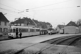 OEG 75 kreuzt in Dossenheim einen Altbauwagenzug, 27.02.1962