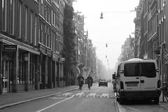 Fietsen met het kind op zondag (Photographer Simon) Tags: fietsers kindvoorop mannen haarlemmerdijk bestelbus auto mensen fiets reclameborden lampen gevels ramen deuren huizen perpectief buiten september muurplant bloembakken amsterdam noordholland nederland
